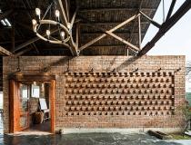 Restaurante de ladrillo y madera
