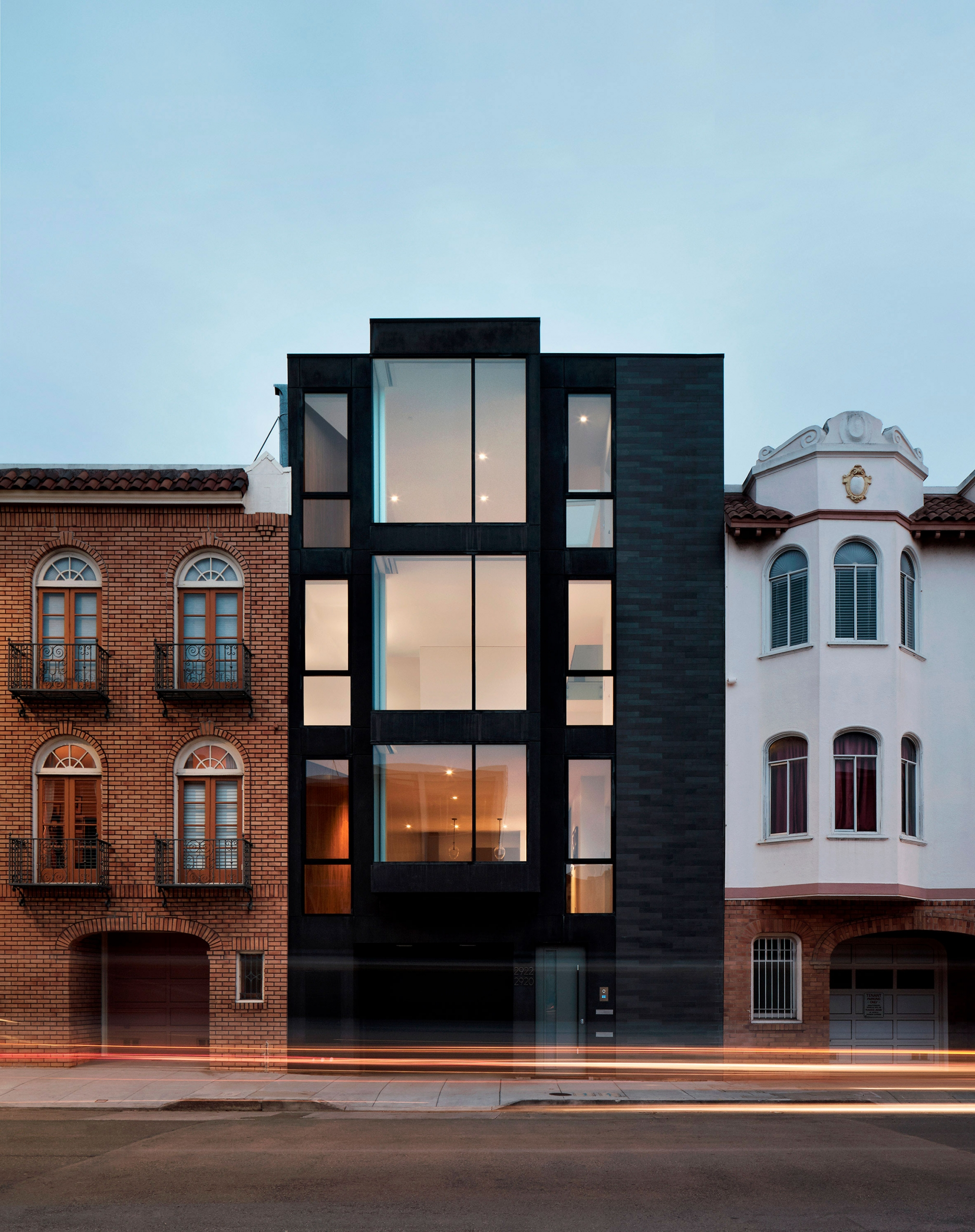 casa con luz de madera